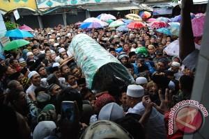 Ribuan pelayat iringi pemakaman kiai Sahal Mahfudz
