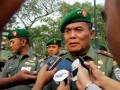 Panglima Kodam Iskandar Muda, Mayjen TNI, Pandu Wibowo, memberikan keterangan pers terkait kasus penembakan posko komando pemenangan salah satu partai nasional pada 16 Fenruari di Lhokseumawe, Kabupaten Aceh Utara sebelum menggelar rapat pimpinan di Makodam Iskandar Muda, di Banda Aceh, Senin (17/2). Pangdam Iskandar Muda menyesalkan kekerasan bersenjata menodai perdamaian menjelang pemilu di Aceh dan meminta semua pihak menjaga perdamaian tersebut guna terwujudnya pemilu demokrasi tanpa kekerasan. (ANTARA FOTO/Ampelsa)