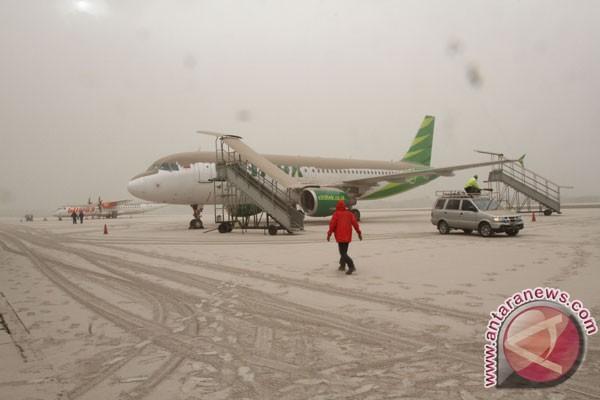 Bandara Adi Sucipto ditutup akibat abu Kelud