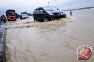 Ratusan rumah Karawang rusak akibat banjir