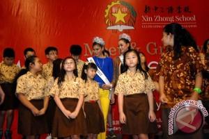 Miss Universe Kunjungi Sekolah