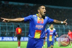 Arema wins Bali Island cup