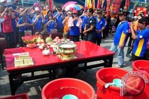 Sembahyang Thay Kwan Tay Tee