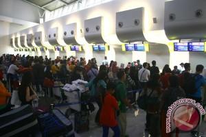 DPR cek kesiapan layanan mudik di Bandara Juanda
