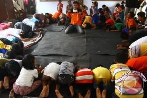 Hibur Anak Pengungsi