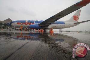 Bersihkan Bandara