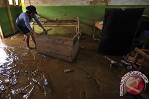 Ratusan pelajar di Sukabumi diliburkan akibat banjir