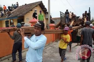 Bantuan Bahan Bangunan Tidak Merata