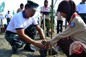 Gerakan penghijauan tanam enam juta pohon