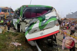Perjalanan dua KA terhambat akibat kecelakaan Pasundan