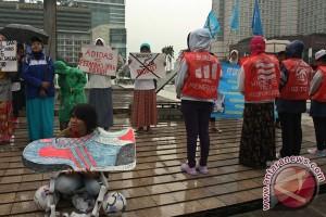 Aksi Pekerja Adidas
