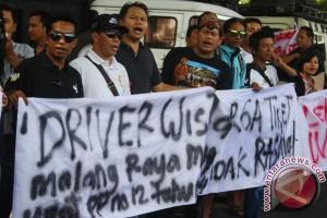 Protes Tarif Bromo