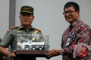 Panglima TNI terima 24 panser Anoa