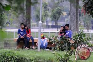 Memadu Kasih Di Taman Kota