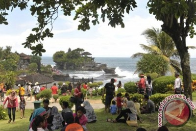 Tanah Lot in bali attracts two hundred thousand tourists