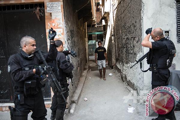 Pasukan keamanan bersihkan kawasan kumuh Rio