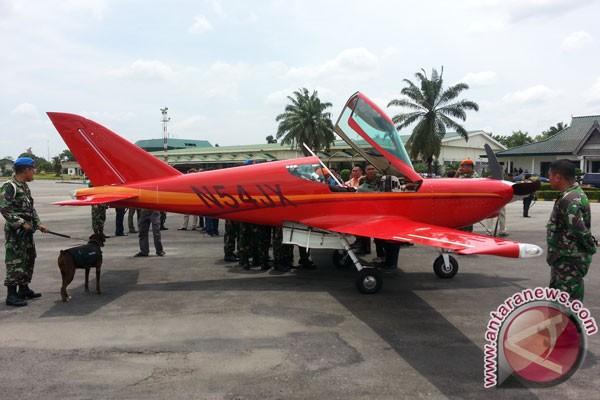 F-16 TNI AU paksa turun pesawat terbang asing