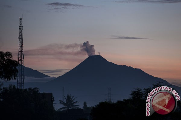 Two volcanoes` status in Java increased