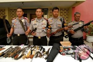 Polisi tangkap mantan caleg bawa senjata tajam