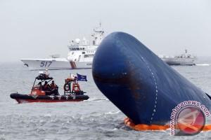 Pengangkatan kapal Sewol tertunda akibat cuaca buruk