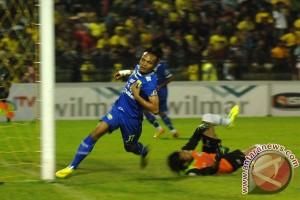 Persegres GU tundukkan Persib Bandung 2-1