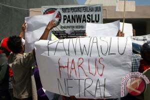 Memprotes Panwaslu Kediri