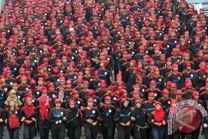 Ribuan buruh bergerak menuju Istana