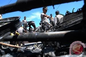 Motor Polisi Dibakar Massa