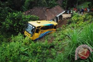 Bus masuk jurang tewaskan satu orang di Solok