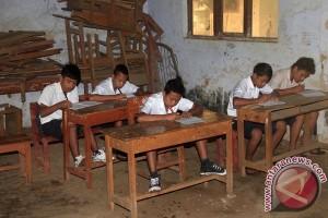 Ironis, sekolah terancam tutup karena kurang murid