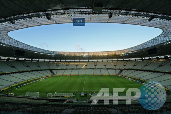 Castelao, stadion 1973 berdandan atap baru