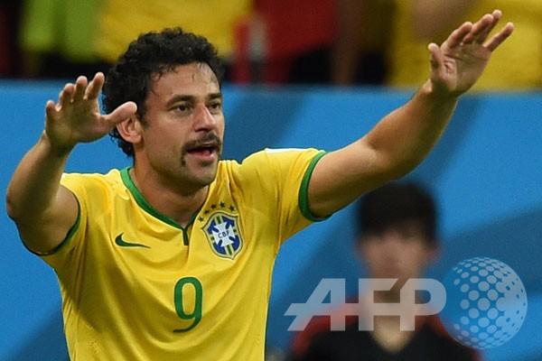 Fred pensiun dari sepakbola internasional