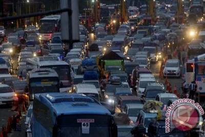 Jumlah kendaraan tol Jakarta-Cikampek meningkat lima persen