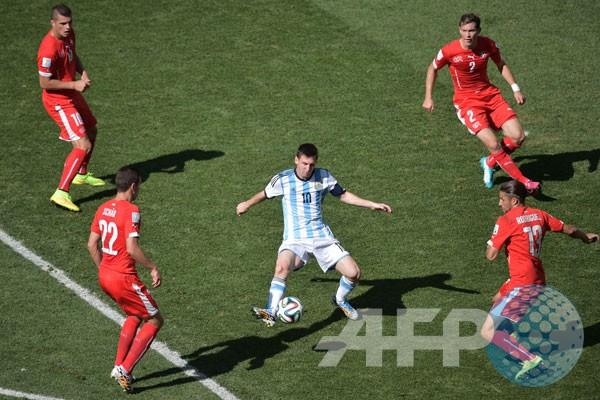 Der Panzer melawan Si Ajaib Messi