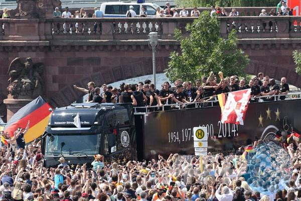 Philipp Lahm cs disambut bak pahlawan di Jerman