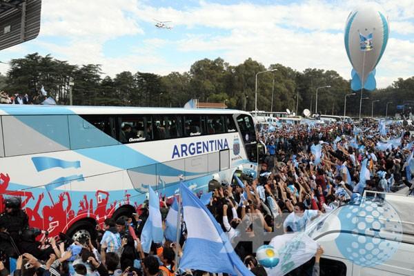 Ribuan orang sambut kedatangan timnas Argentina