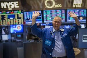 Indeks Dow dan S&P 500 berakhir di rekor tertinggi