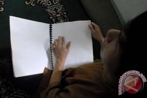 Bertadarus dengan Al-Quran Braille