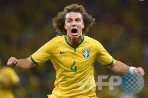 David Luiz buat Brasil unggul 2-0