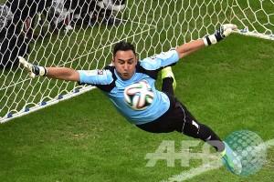 Keylor Navas absen membela Costa Rica di Copa America