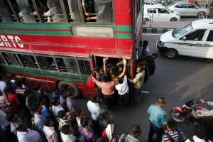Di Bangladesh, naik motor bertiga bisa dicurigai sebagai teroris