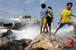 KMP Sirung terdampar di Pantai Deri, Adonara