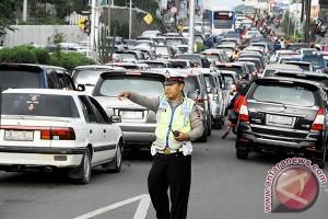 Puncak macet total, Jonggol dan Sukabumi jadi opsi