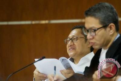 Hakim ragukan keterangan mertua Anas, Attabik, soal sumber dana