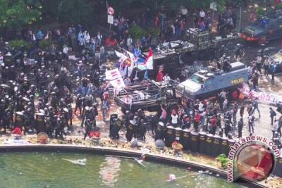 Massa pendukung Prabowo-Hatta kocar-kacir