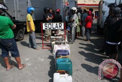 Pasokan solar untuk nelayan Tangerang dibatasi
