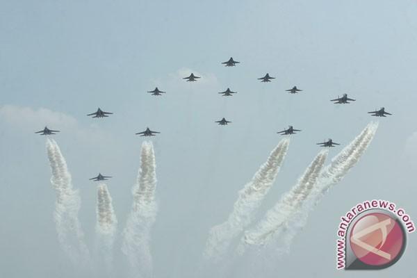 Jet-jet tempur semarakkan upacara di Istana Negara