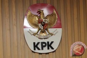 KPK diminta perhatikan kasus korupsi di daerah