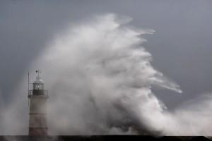 Perth diterjang badai, aliran listrik ke ribuan rumah mati