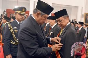 Presiden Yudhoyono anugerahkan Tanda Kehormatan Republik Indonesia